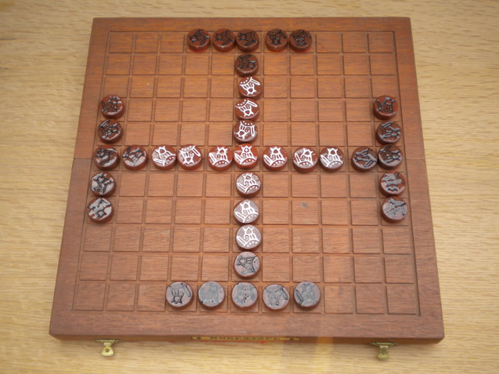 Dardell Hnefatafl set up for play.