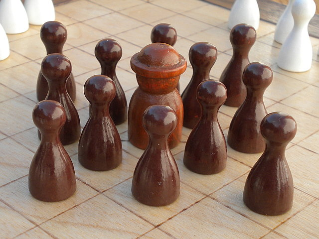 Compact 37-piece Hnefatafl Game: the King and his forces.
