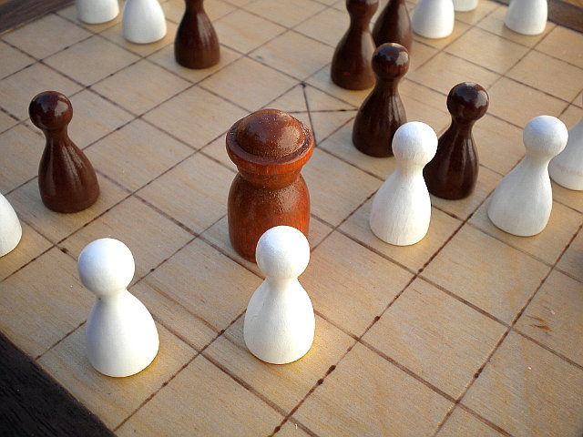 Compact 25-piece Hnefatafl Game close-up